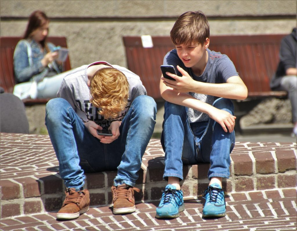 right age for parents to get their kids a mobile phone